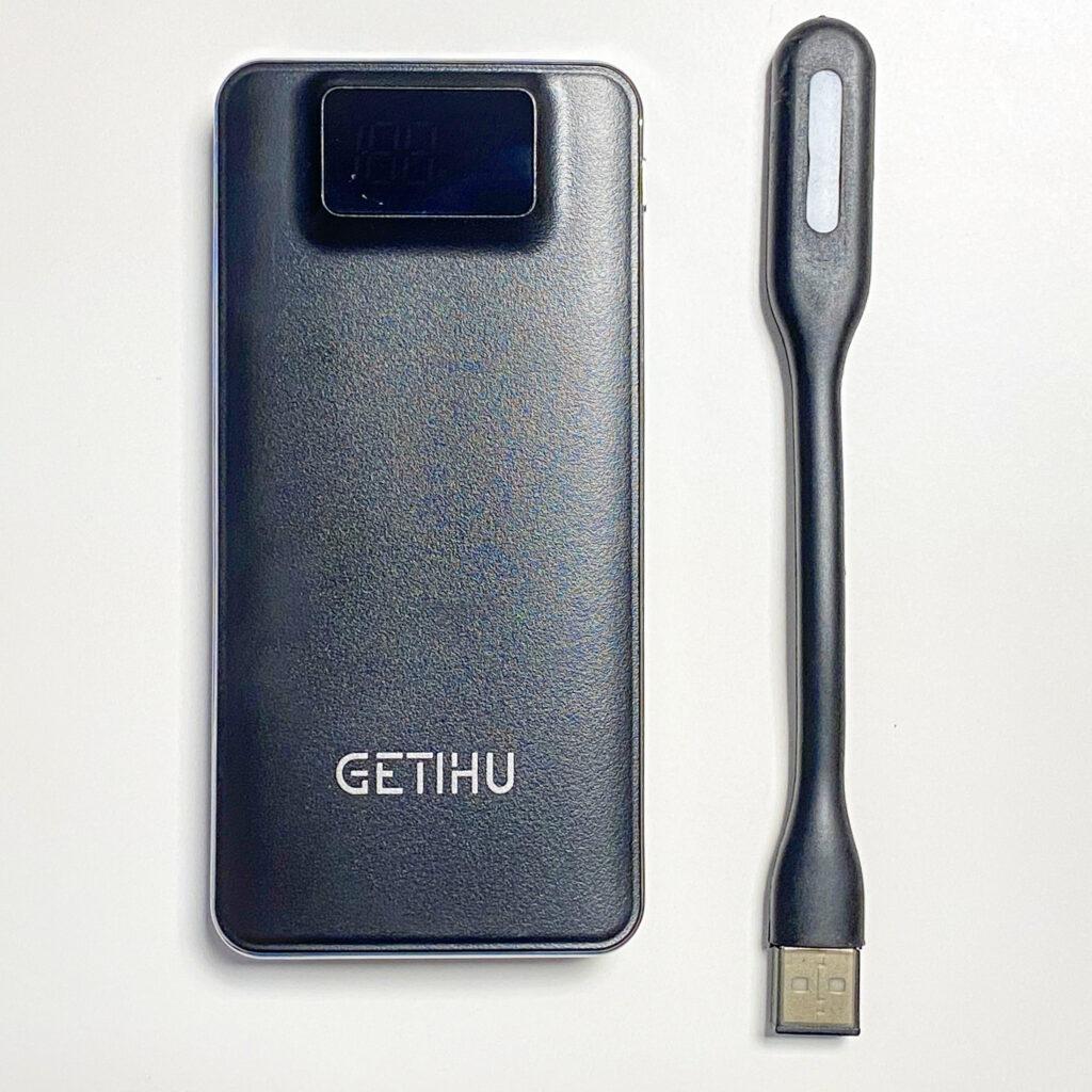 Das Bild zeigt die Powerbank des Herstellers GETIHU mit einer Leistung von 10000 mAh.