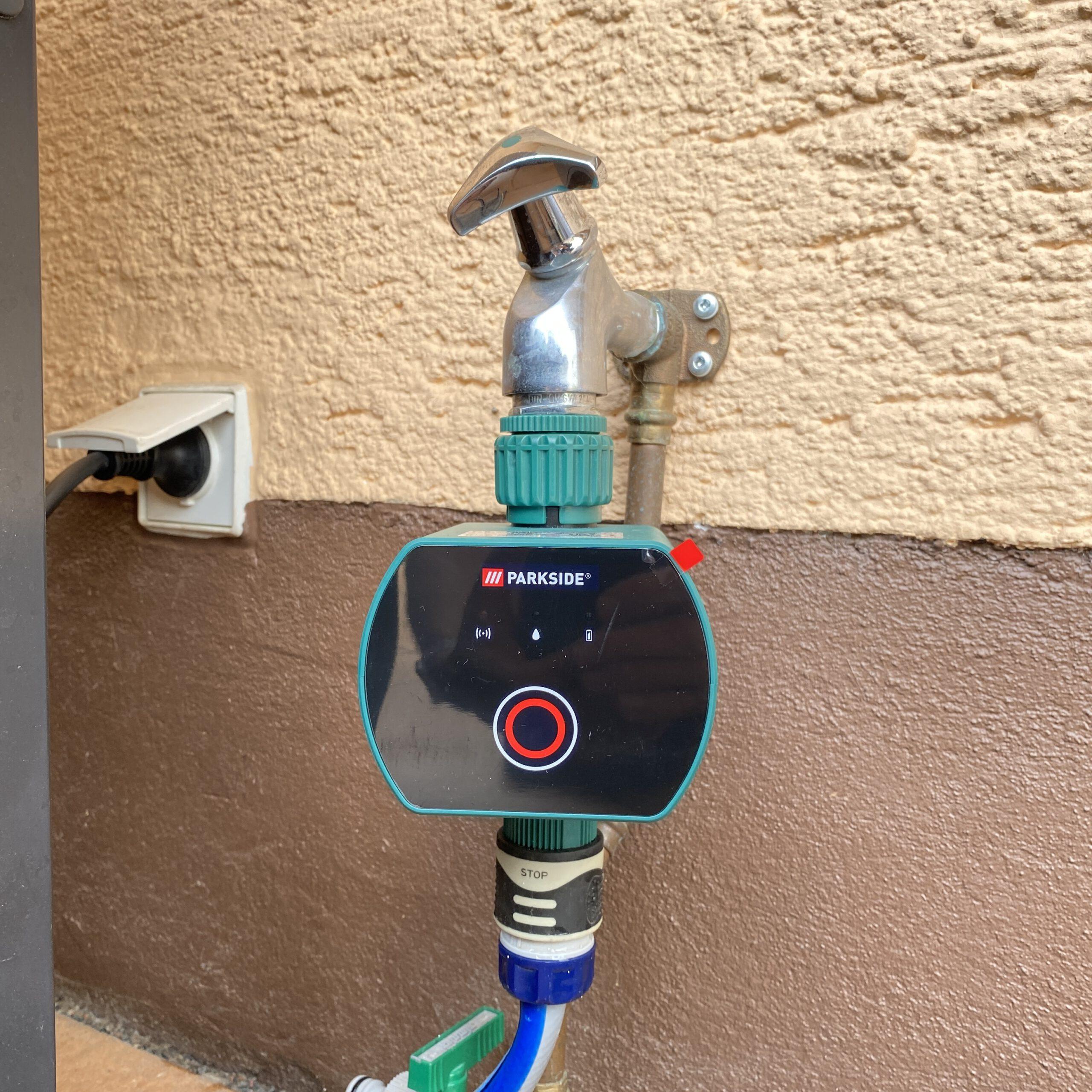 Anschluss des LIDL Parkside Bewässerungscomputers an den Wasserhahn per Überwurfmutter.